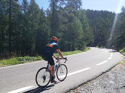 Cyclists riding in the Alpes